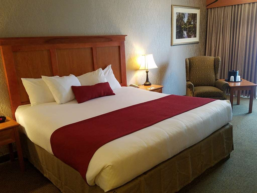 Best Western Plus Rivershore Hotel - Wireless Internet is available in every guest room of the hotel.
