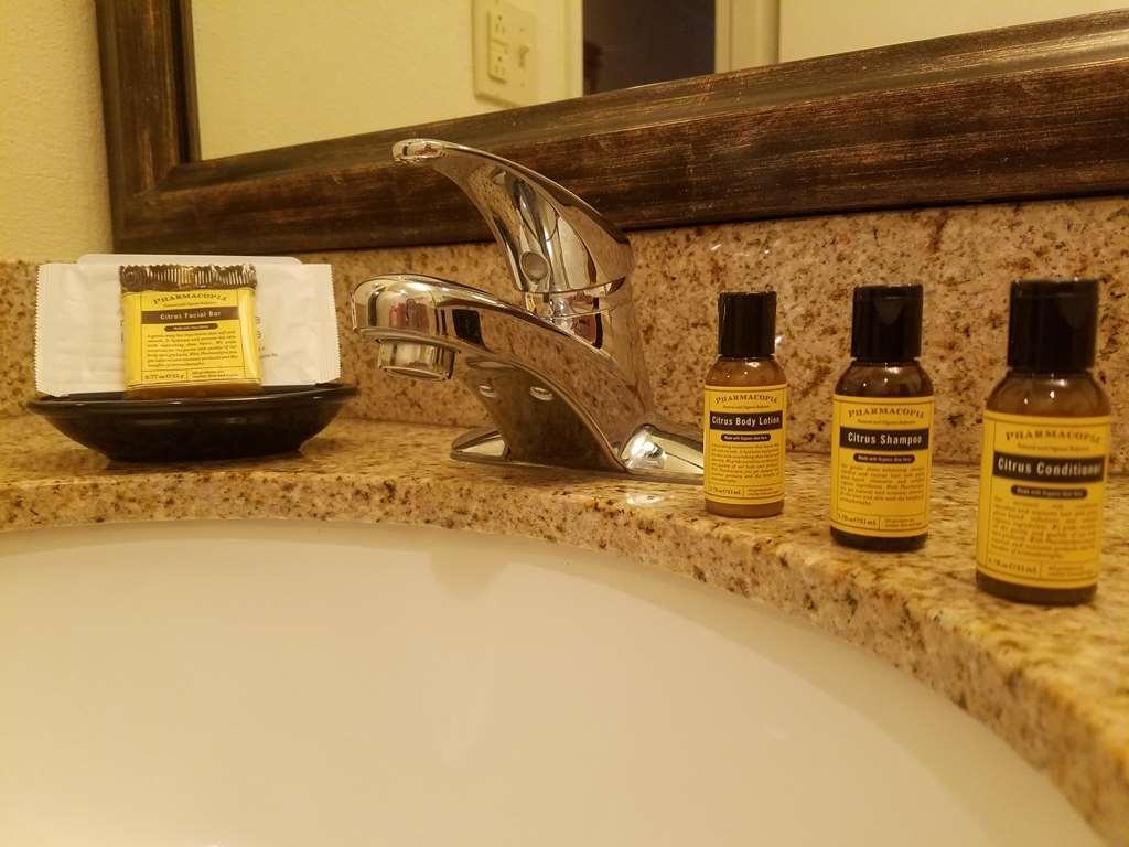 Best Western Plus Rivershore Hotel - In room amenities