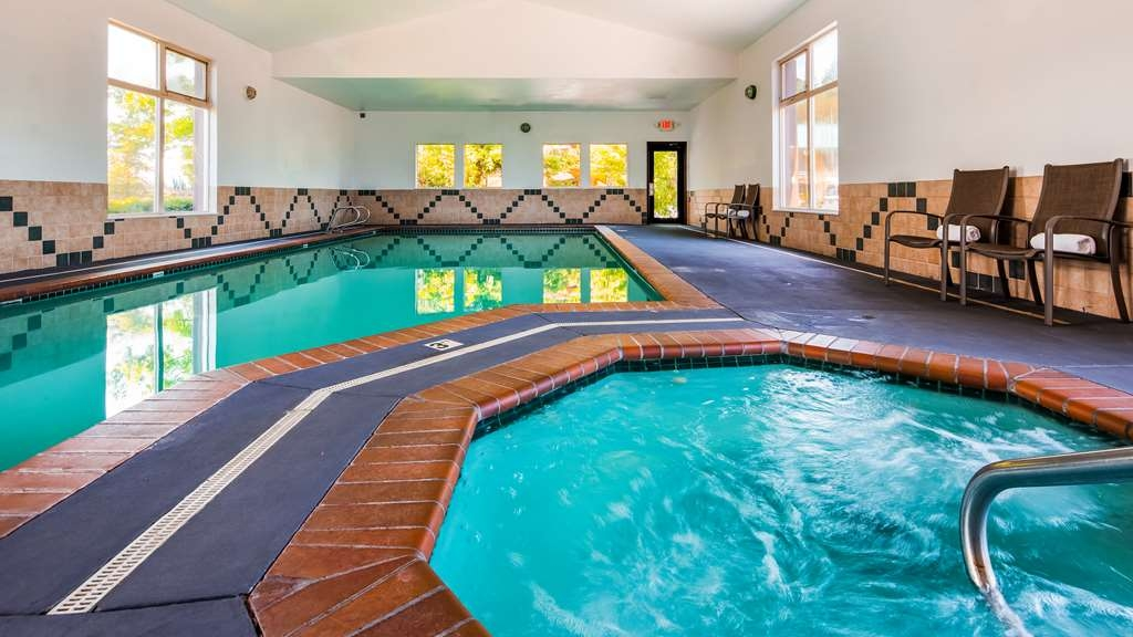 Best Western Plus Hartford Lodge - Vista de la piscina