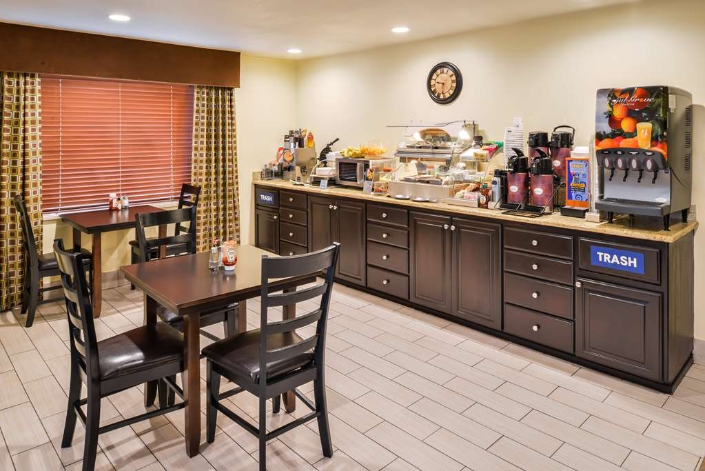 Best Western Cottage Grove Inn - We serve up a delicious complimentary breakfast each and every morning.