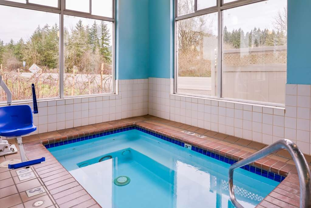 Best Western Cottage Grove Inn - Nothing beats the hot tub after a long day of work or travel.