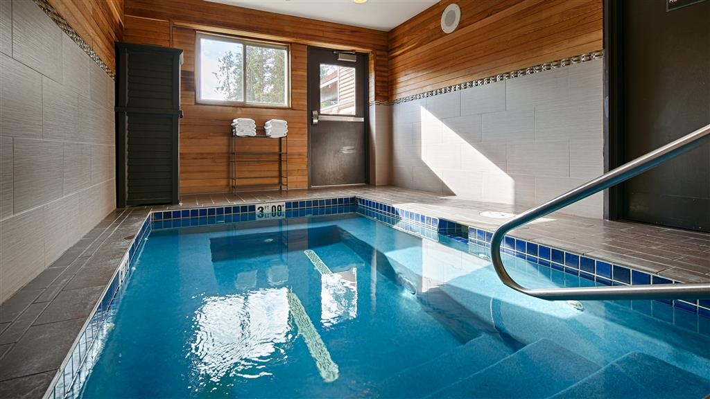 Best Western Mt. Hood Inn - Relax and let the warm water calm you and leave you feeling rejuvenated.