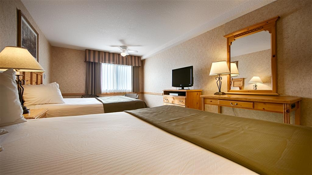 Best Western Mt. Hood Inn - A spacious room with two queen side beds.