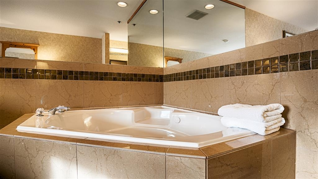 Best Western Mt. Hood Inn - Our hot tubs in our king hot tub rooms are a great place to have a romantic getaway.