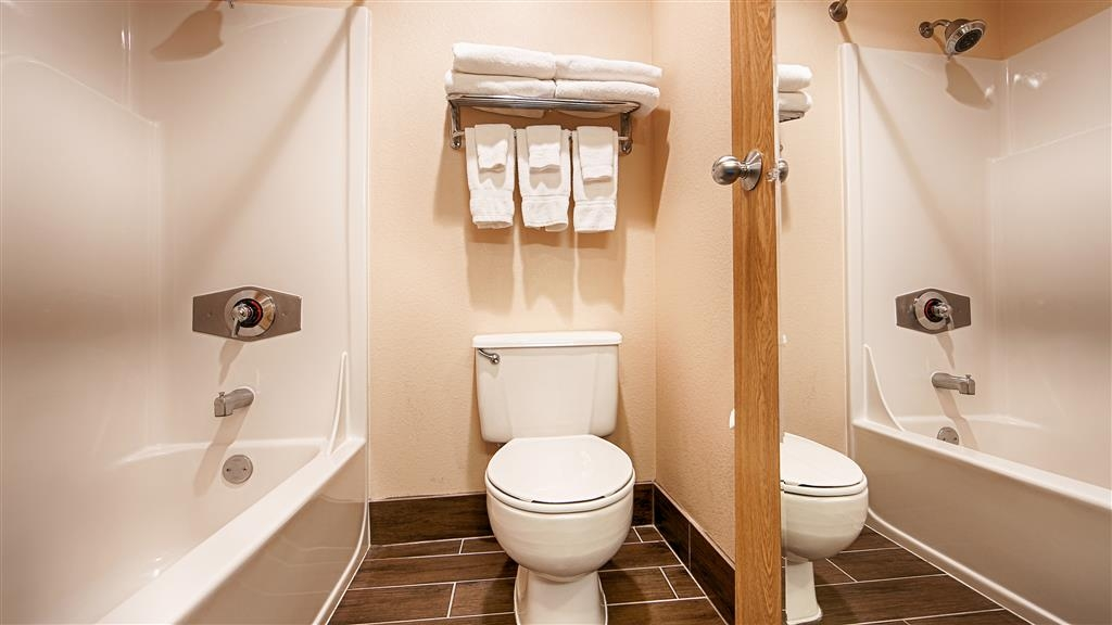 Best Western Mt. Hood Inn - Expect a clean bathing area with a privacy door separating the vanity area.