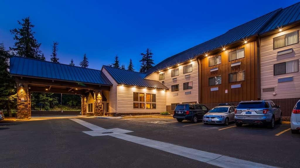 Best Western Mt. Hood Inn - Exterior Night