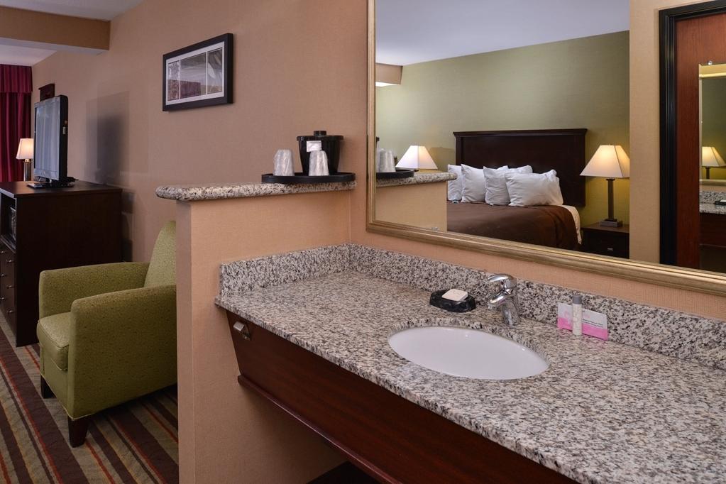 Best Western Wilsonville Inn & Suites - Guest Vanity