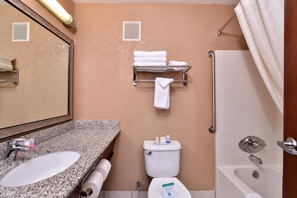 Best Western Wilsonville Inn & Suites - Guest Bathroom