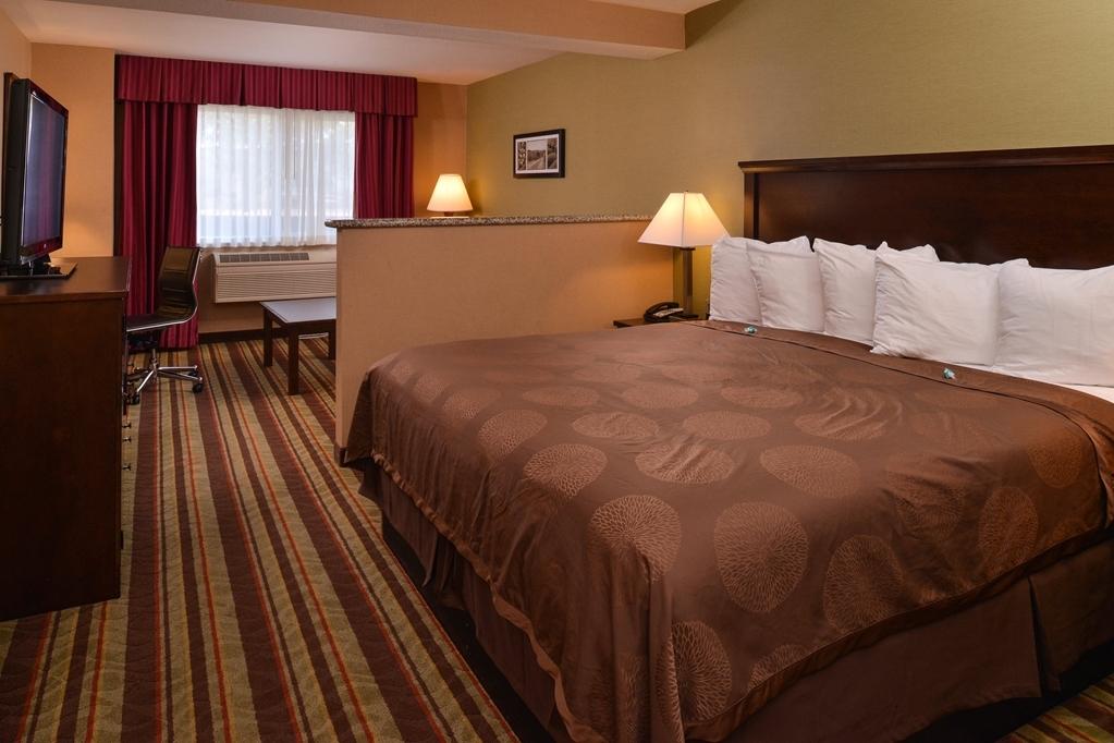 Best Western Wilsonville Inn & Suites - Wake up feeling refreshed in this king mini suite.