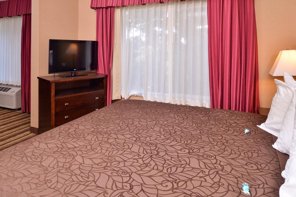 Best Western Wilsonville Inn & Suites - King Whirlpool Suite