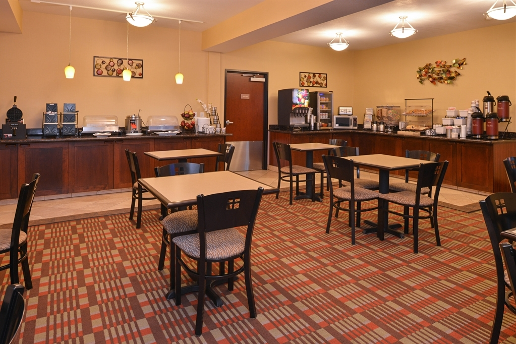 Best Western Wilsonville Inn & Suites - Jump start your day with our complimentary breakfast!