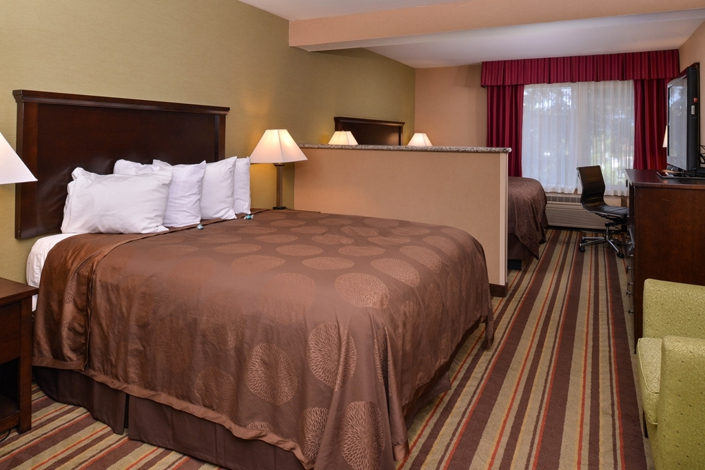 Best Western Wilsonville Inn & Suites - Our king family mini suite is perfect for friends or families traveling together.