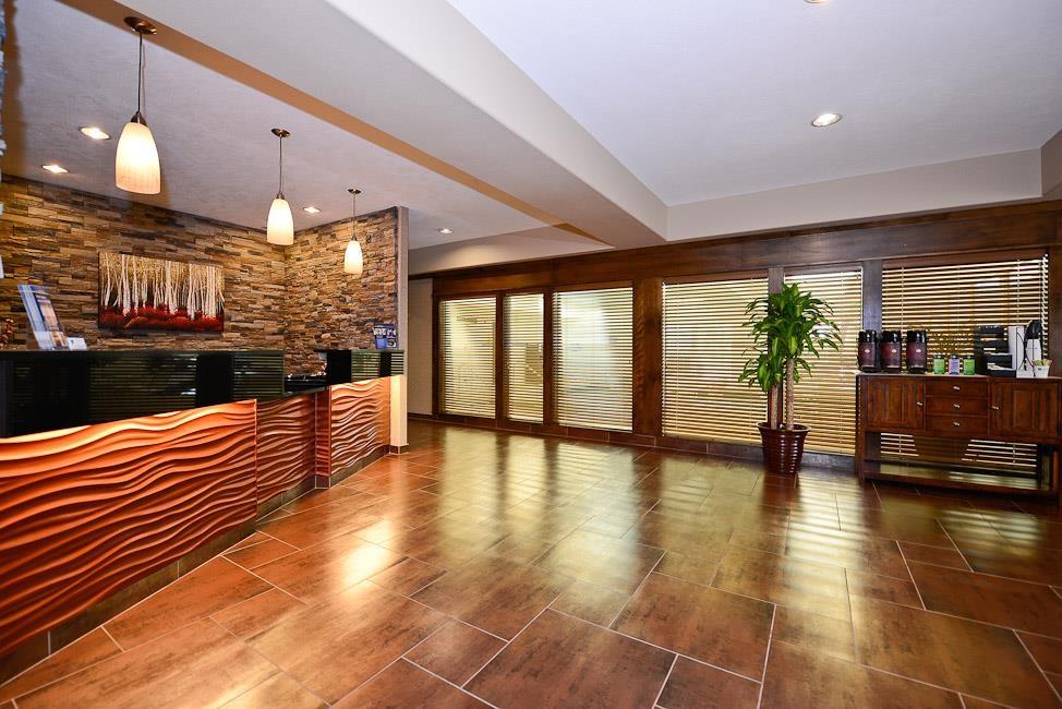 Best Western Plus Prairie Inn - Hall de l'hôtel