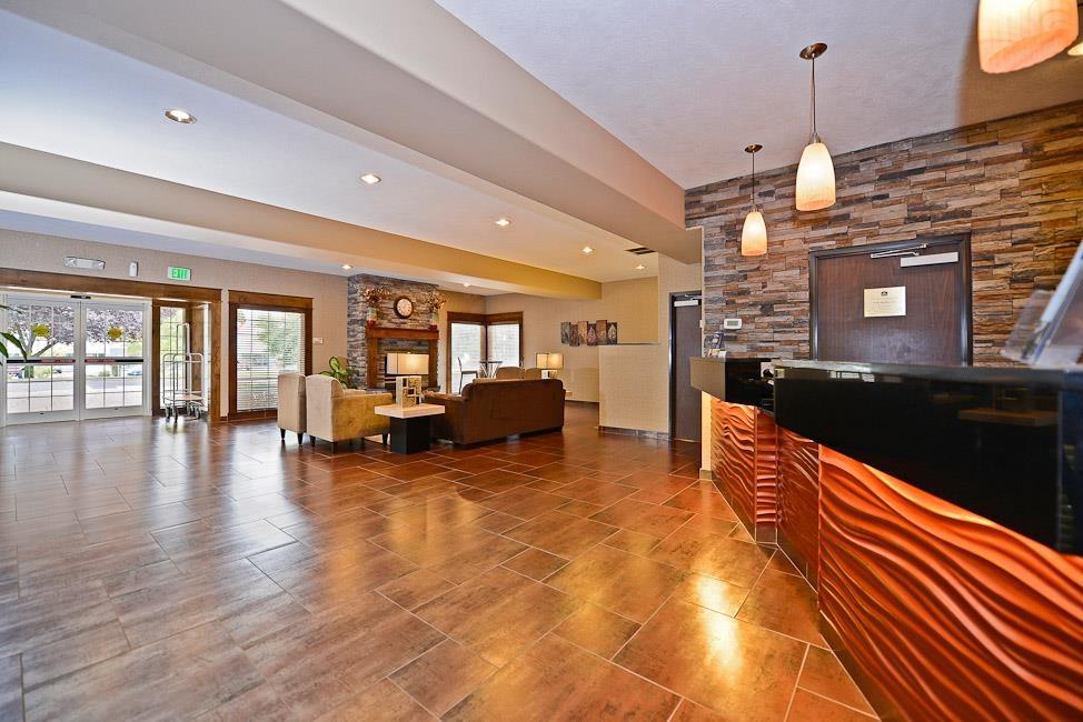 Best Western Plus Prairie Inn - Rezeption und Foyer
