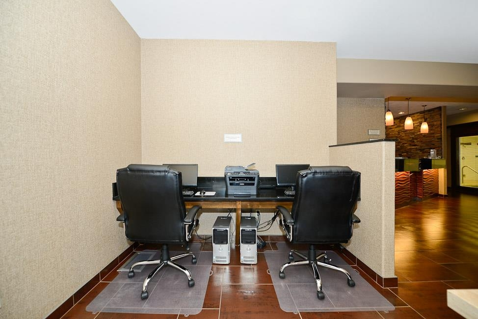 Best Western Plus Prairie Inn - Enjoy our business center, available anytime for your convenience.