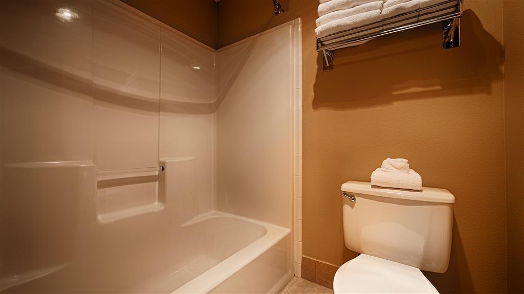 Best Western Plus Prairie Inn - Guest Bathroom