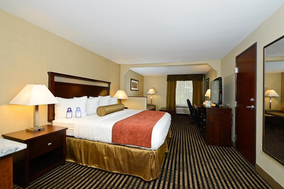 Best Western Plus Prairie Inn - All of our rooms include a desk area, incase you need to get any work done on the road.
