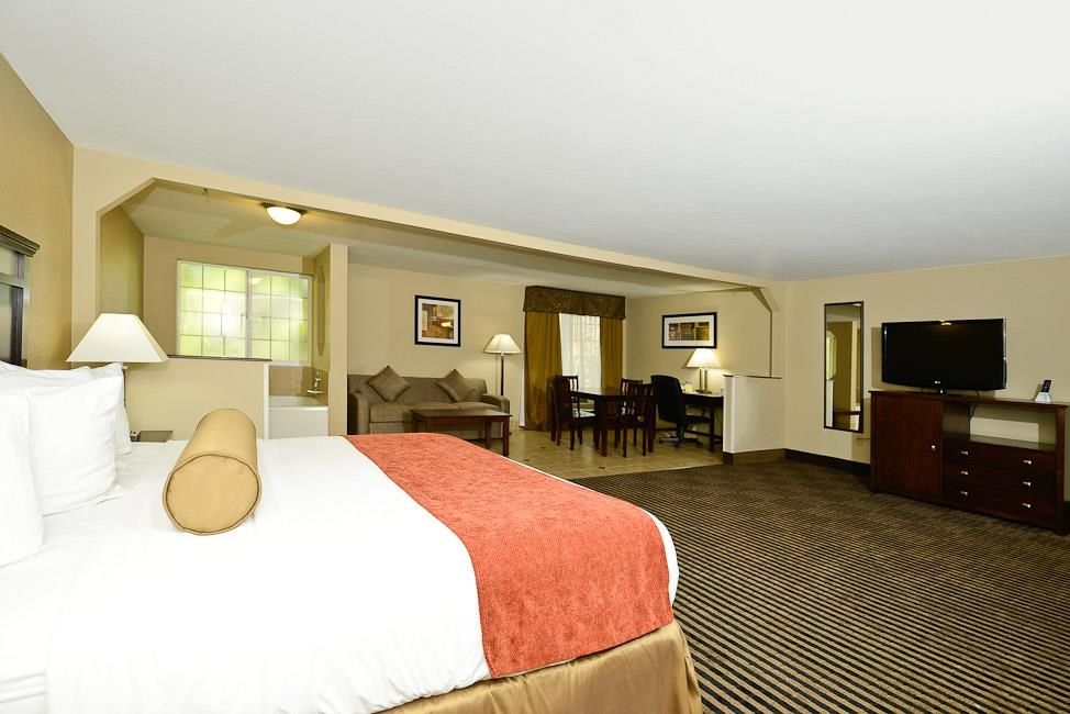 Best Western Plus Prairie Inn - King Bed Guest Room with Jetted Tub