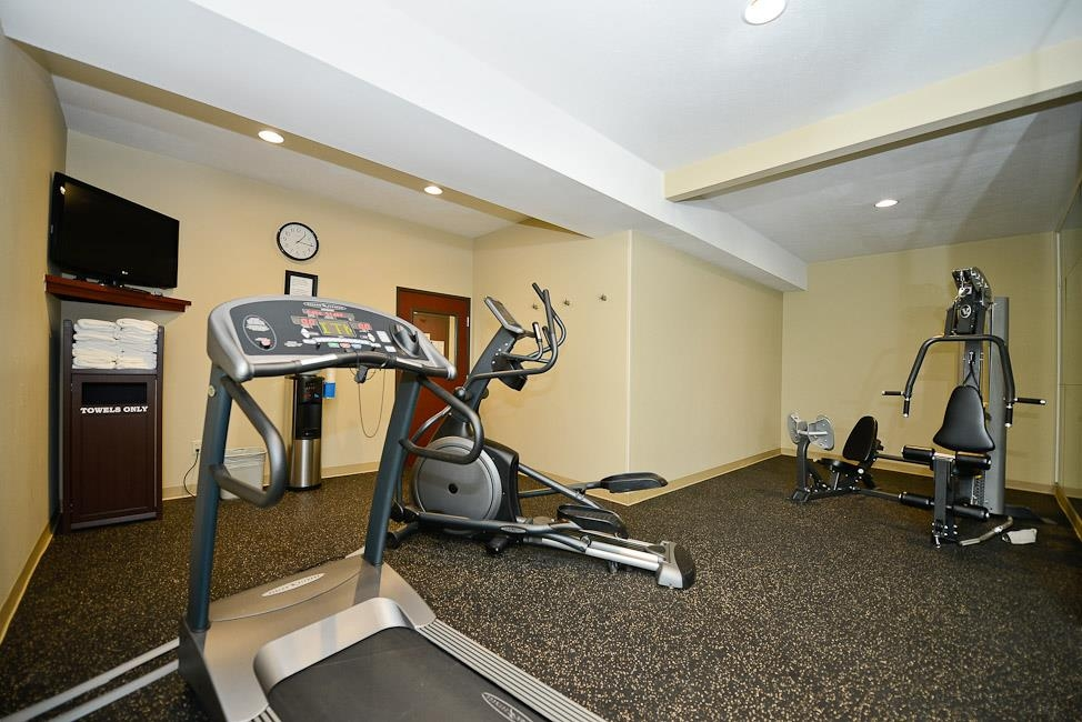 Best Western Plus Prairie Inn - Our fitness center has a treadmill, elliptical, and weight machine, and a 37-inch HD TV with HD channels.