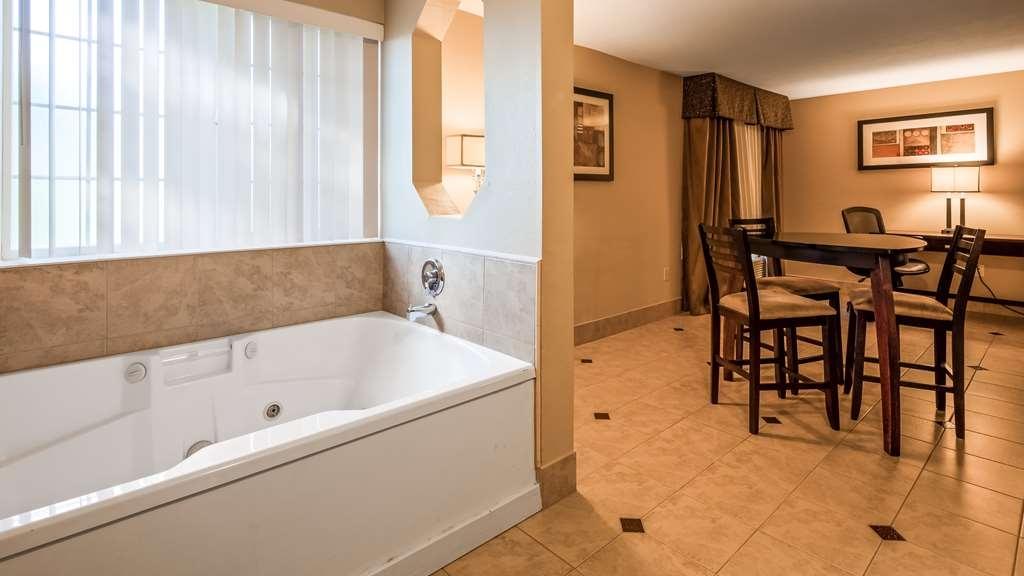 Best Western Plus Prairie Inn - King Suite Jacuzzi Tub