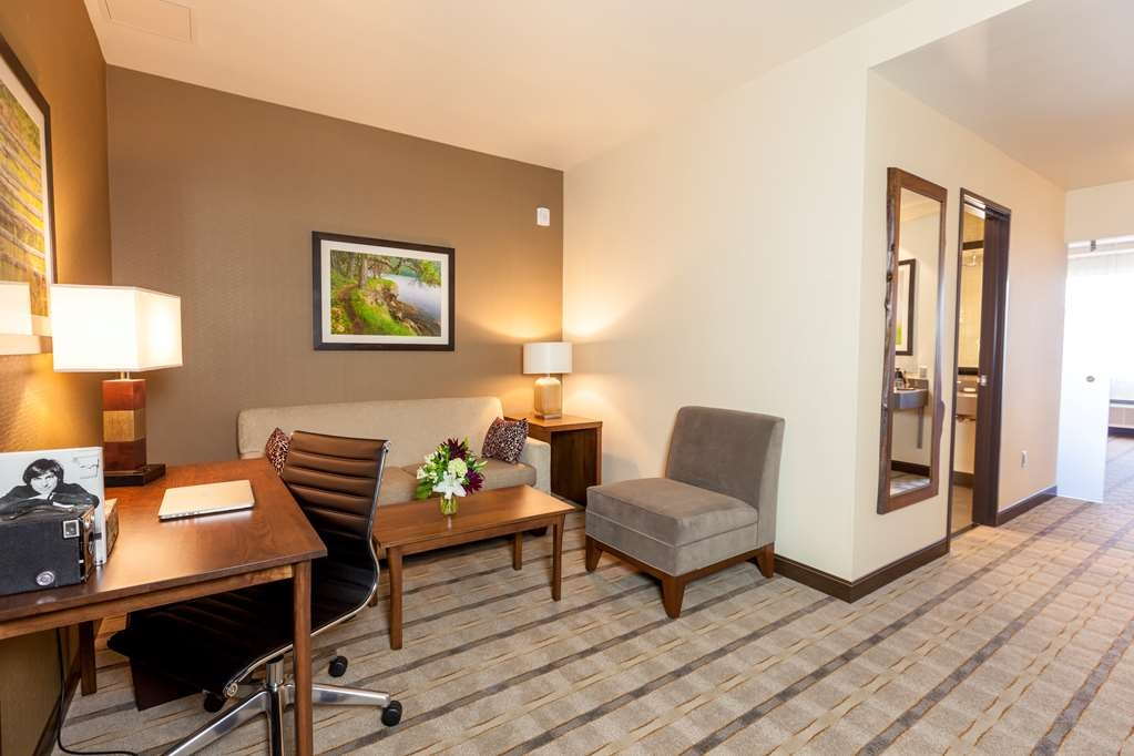 Best Western Premier Boulder Falls Inn - Settle in for the evening and relax in our spacious suite living area.