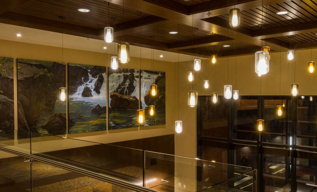 Best Western Premier Boulder Falls Inn - All of our artwork throughout the property is by Oregon artists.