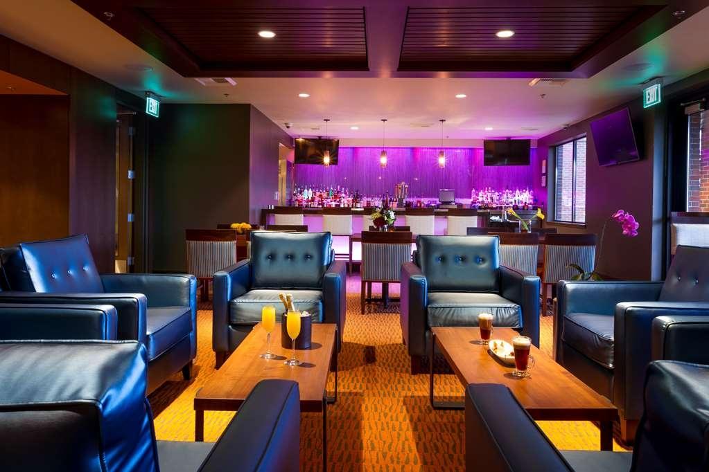 Best Western Premier Boulder Falls Inn - Bar/Lounge