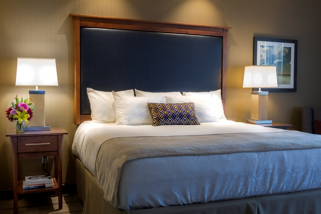 Best Western Premier Boulder Falls Inn - Our beautiful King rooms offer pillow top mattresses, fluffy bathrobes, Keurig® coffee makers, an in-room safe, refrigerator, spa-quality amenities and more.
