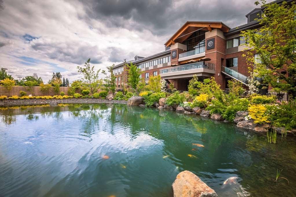 Best Western Premier Boulder Falls Inn - Außenansicht