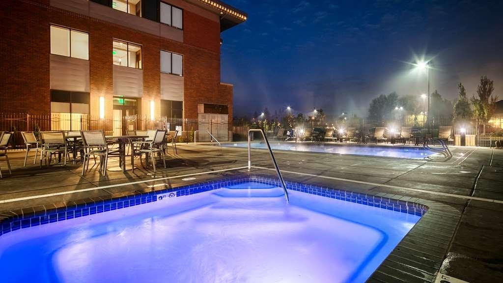 Best Western Premier Boulder Falls Inn - Poolansicht