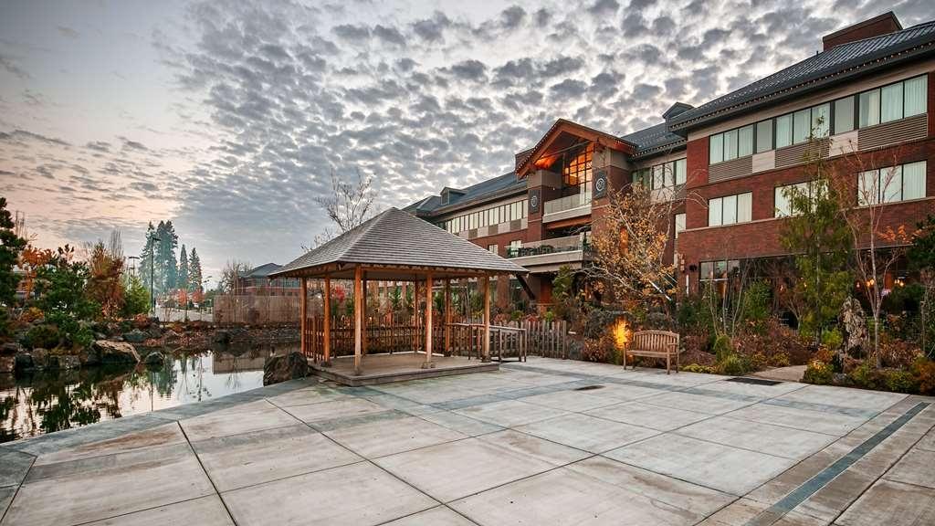 Best Western Premier Boulder Falls Inn - Vista Exterior