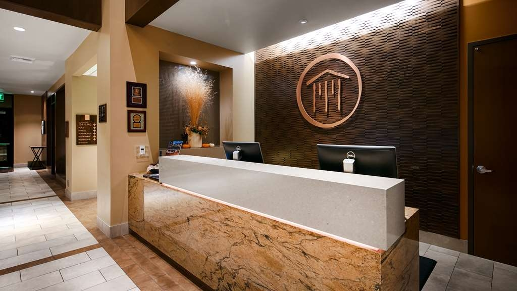 Best Western Premier Boulder Falls Inn - reception