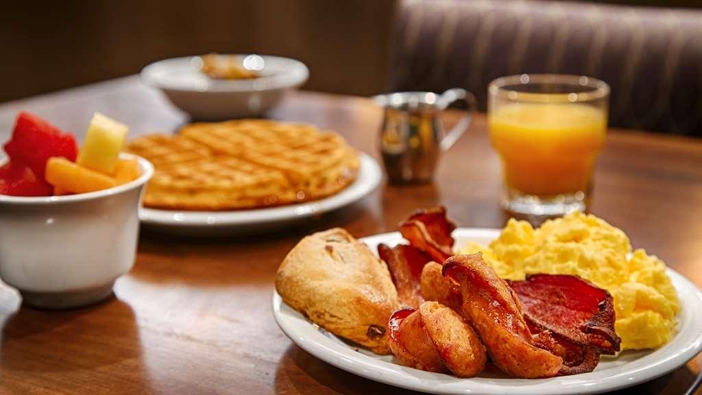 Best Western Premier Boulder Falls Inn - desayuno de cortesía
