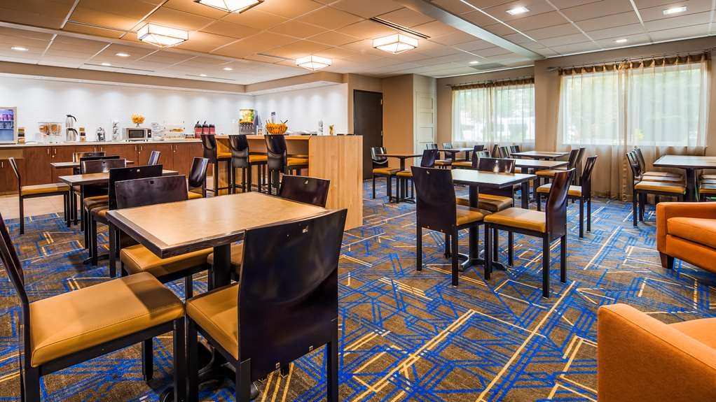 Best Western Plus Portland Airport Hotel & Suites - Breakfast Area