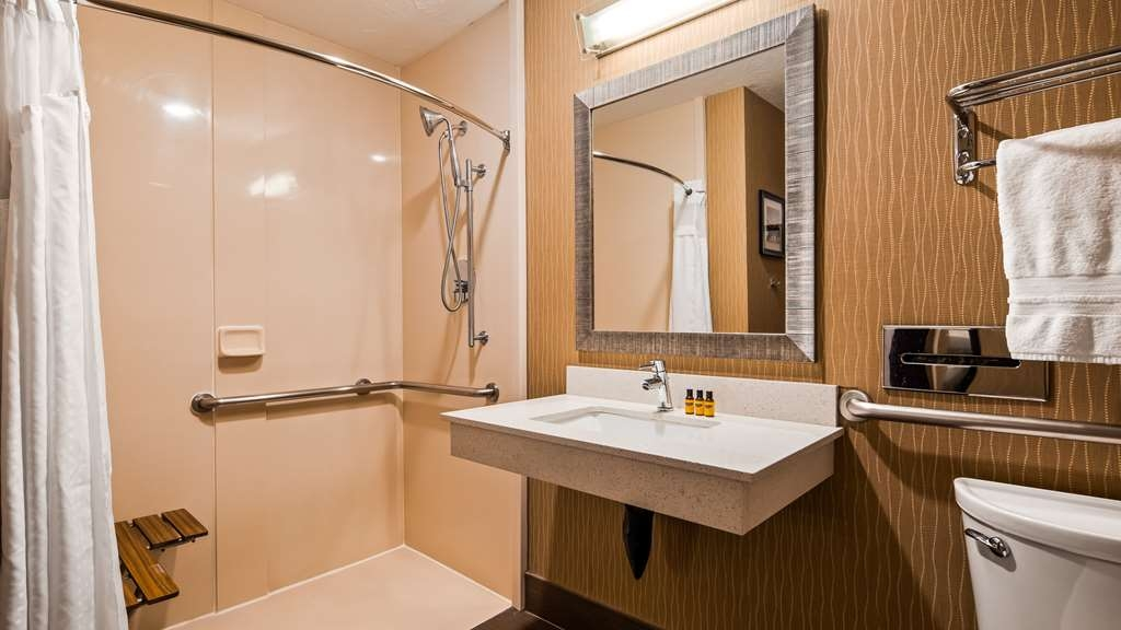 Best Western Plus Portland Airport Hotel & Suites - Guest Bathroom