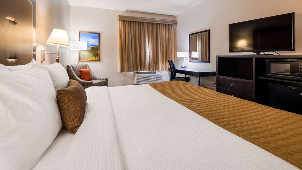 Best Western Plus Portland Airport Hotel & Suites - King Guest Room