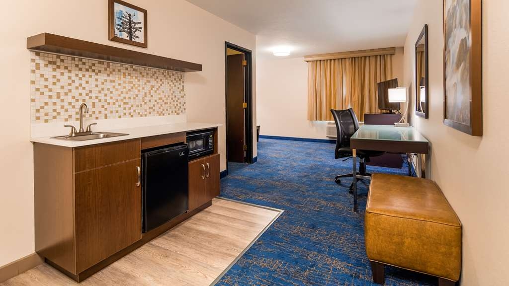 Best Western Plus Portland Airport Hotel & Suites - Kitchen