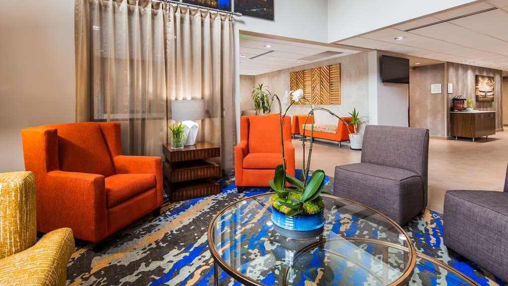 Best Western Plus Portland Airport Hotel & Suites - Vista del vestíbulo