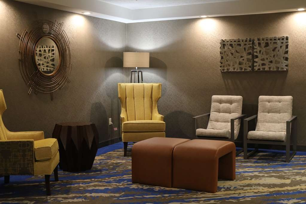 Best Western Plus Portland Airport Hotel & Suites - Upper Floor Common Area