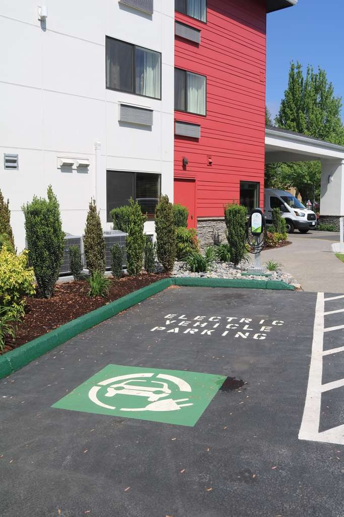 Best Western Plus Portland Airport Hotel & Suites - Electric Car Charging Station
