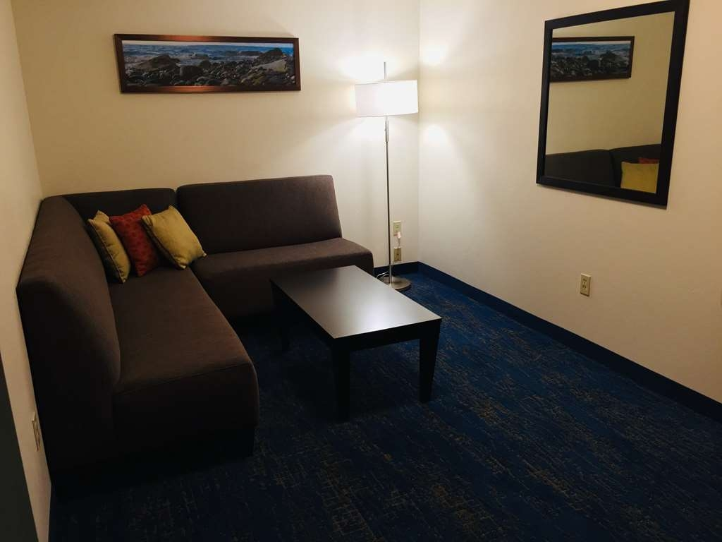 Best Western Plus Portland Airport Hotel & Suites - Suite Queen Sitting Area