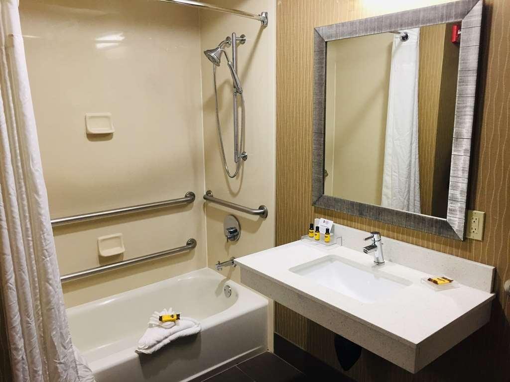 Best Western Plus Portland Airport Hotel & Suites - King ADA Bathroom