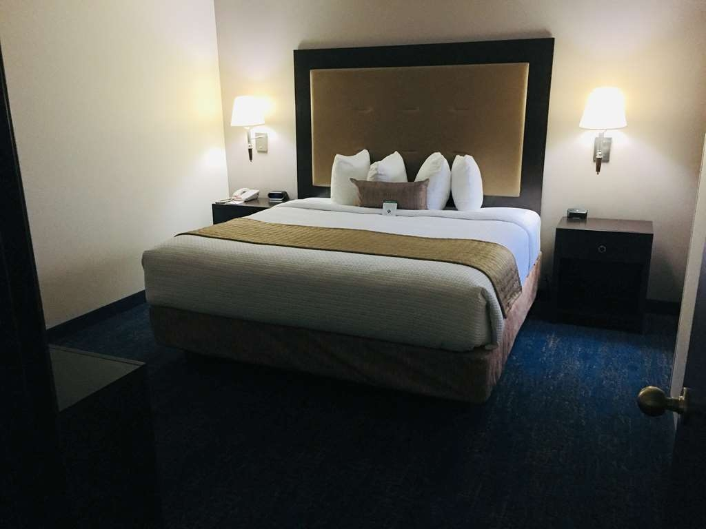 Best Western Plus Portland Airport Hotel & Suites - Suite King - Bedroom
