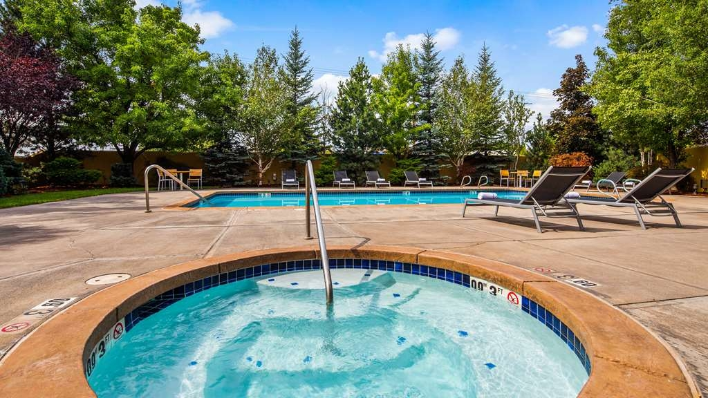 Best Western Plus Olympic Inn - Jacuzzi and Pool