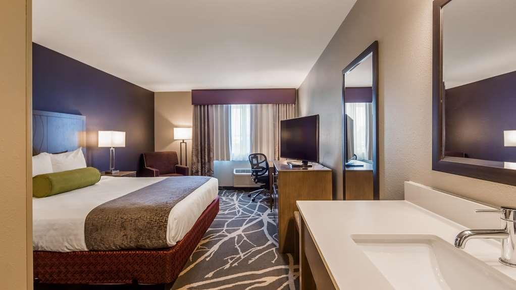 Best Western McMinnville Inn - One Queen Guestroom