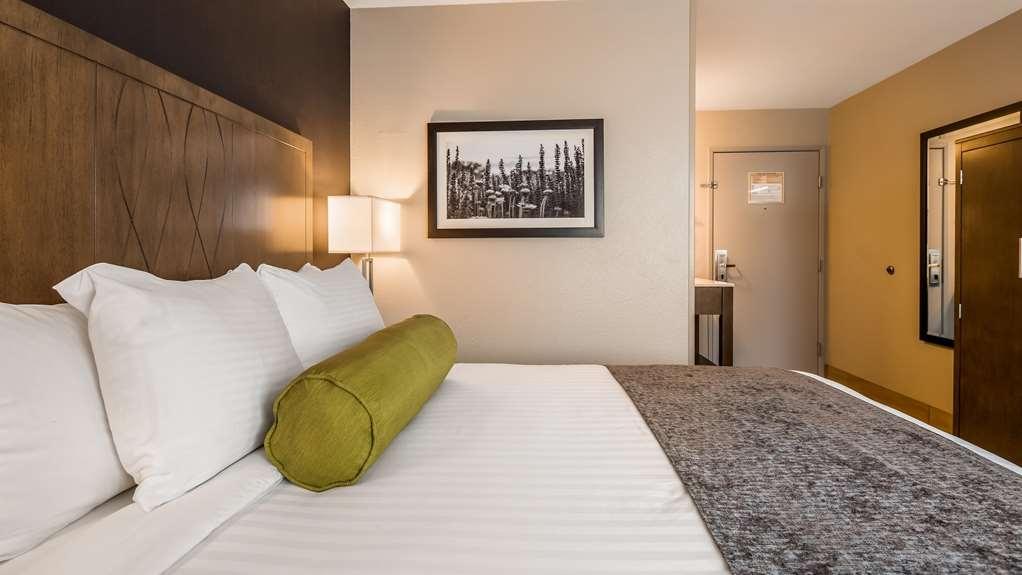 Best Western McMinnville Inn - One King Guestroom