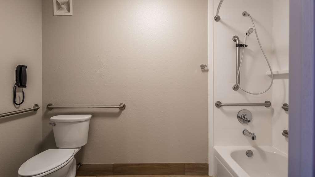 Best Western McMinnville Inn - ADA Bathroom