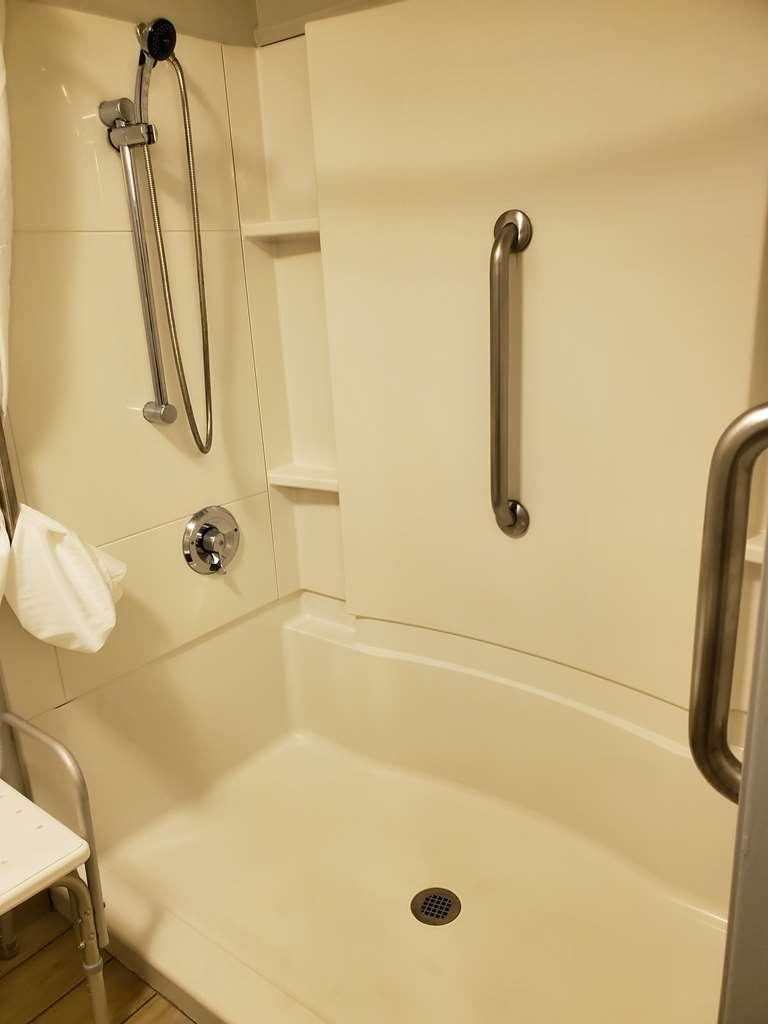 Best Western McMinnville Inn - ADA Walk In Shower