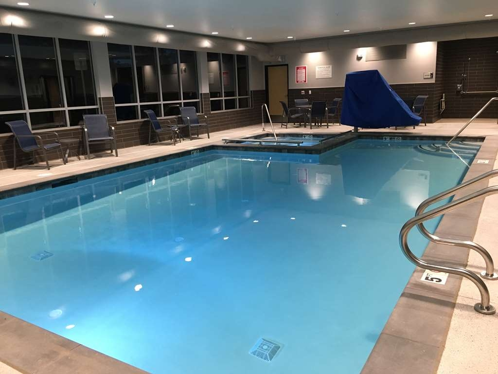 Best Western Premier Peppertree Inn at Bend - Indoor Pool and Hot Tub