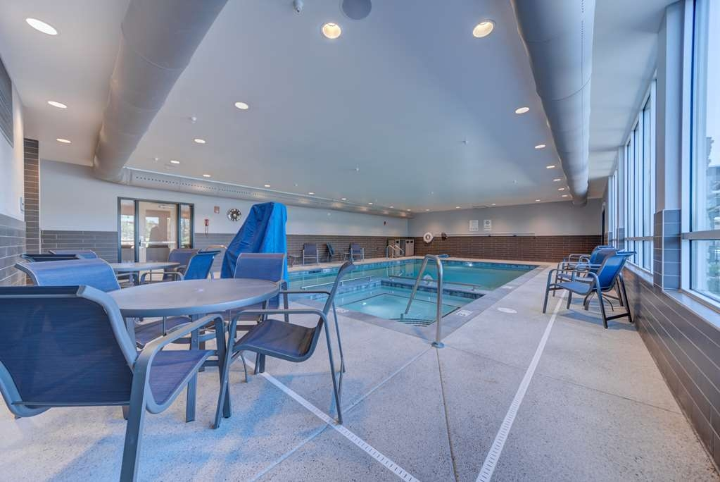 Best Western Premier Peppertree Inn at Bend - Vista de la piscina